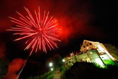 Feuerwerk_rot.jpg